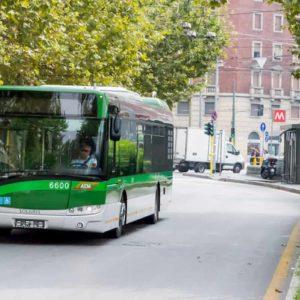 """Milano, molesta studentesse su bus. In tribunale si difende: """"L'ho fatto perché non vedo"""""""