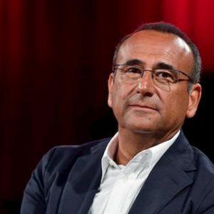 """Carlo Conti denuncia una stalker: """"Bombardato di messaggi ed email oltraggiose"""""""