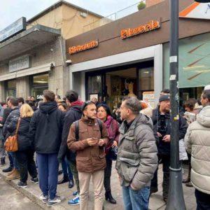 """Salvini contestato a Casalecchio di Reno. Il titolare del bar non lo fa entrare: """"Io non mi presto"""" VIDEO"""