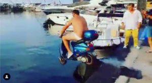 Balotelli prosciolto: lo scooter in mare per scommessa a Napoli non era reato
