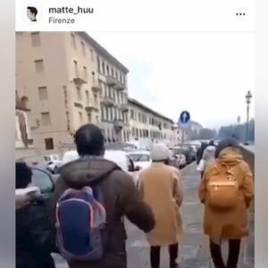 """Coronavirus, due turisti asiatici insultati a Firenze: """"Andate a tossire a casa vostra"""""""