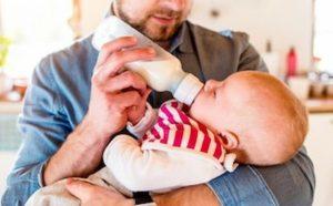 Maternità, ipotesi congedo unico di 6 mesi: un mese lo utilizzano i papà