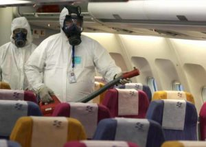 Coronavirus. Negli aereoporti (anche a Fiumicino) i checkpoint per la temperatura, le Borse prendono paura