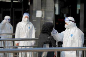 """Coronavirus, virologo: """"Le persone infettate possono sfuggire a un primo controllo"""""""