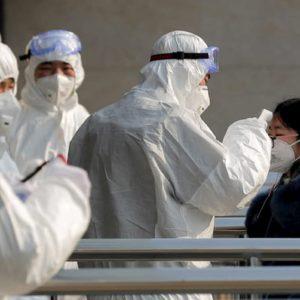 Coronavirus, l'epidemia accelera: 56 morti. Gli Usa portano via il personale diplomatico