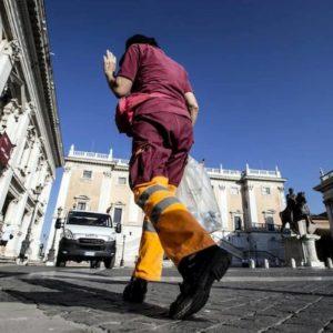 Ama Roma: uno su tre (1988 dipendenti) inidoneo alla fatica. Ma per 260 pronta la ramazza soft
