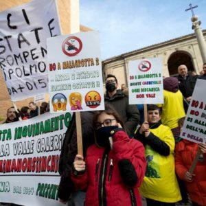 Roma, no alla discarica di Monte Carnevale: l'Assemblea M5s sconfessa la decisione della giunta M5s