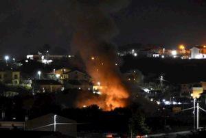 Cerveteri (Roma), esplode un villino: 2 feriti. Poi nuova esplosione: ferito vigile del fuoco