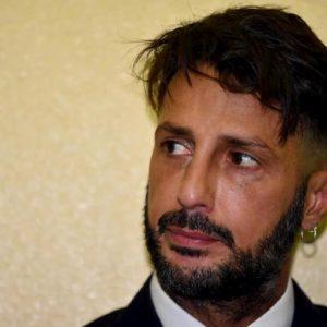 """Fabrizio Corona attacca J-Ax per una canzone: """"Non rappresenti niente. Impara a chiedere scusa"""""""