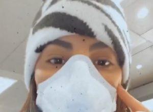 Giulia De Lellis, paura per il coronavirus: con la mascherina in aeroporto