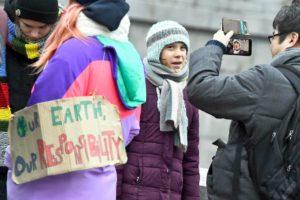 Greta Thunberg compie 17 anni: è venerdì e festeggia in piazza al Fridays for Future