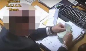 magistrato conta i soldi video vista