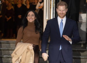 Harry discute Megxit con la regina. Meghan Markle firma con la Disney