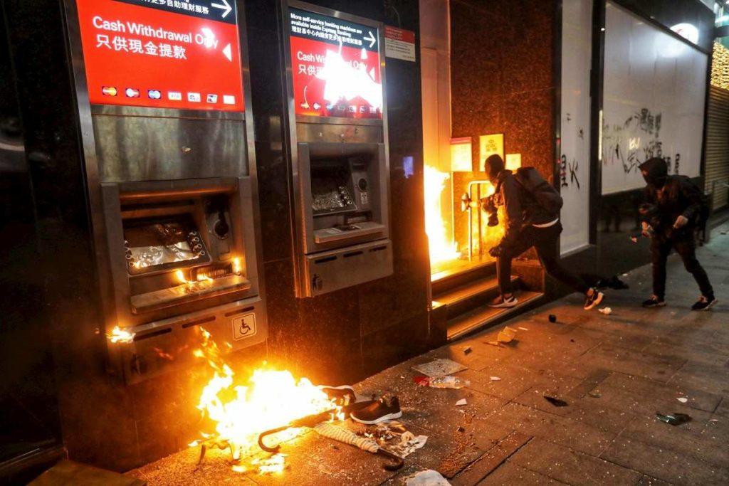 incendi banche hong kong
