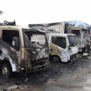 San Severo (Foggia), incendio in una azienda di rifiuti: bruciati 23 mezzi VIDEO