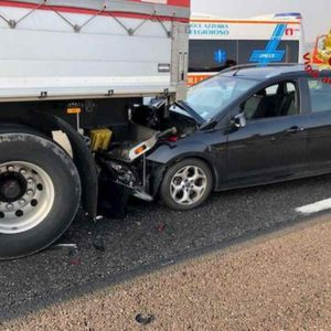 A1, schianto auto-Tir tra Casalpusterlengo e Lodi: 2 morti
