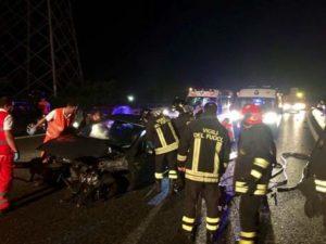 Fano (Pesaro): auto si schianta contro una casa, morto un ragazzo di 25 anni