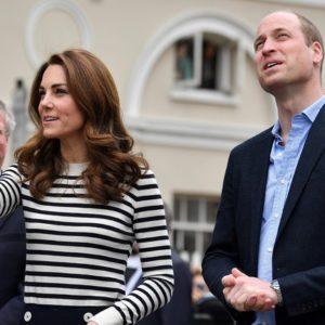 Kate Middleton e William verso il divorzio? Il dettaglio: lei sparisce dalla foto di Natale