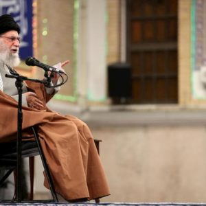 """Operazione """"Soleimani martire"""". La Guida Suprema Khamenei: """"Schiaffo agli Usa, non è finita"""""""