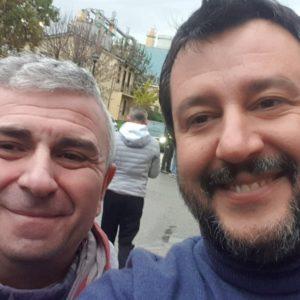 Selfie con Matteo Salvini mentre è in malattia: licenziato sindacalista Cgil