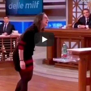 """Forum, moglie tradita prende a calci il marito: """"Tu ami le vecchie, le decrepite!"""" VIDEO"""
