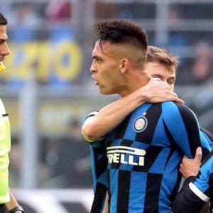 Inter-Cagliari, caos finale: tutti contro l'arbitro. Lautaro e Berni espulsi. L'attaccante potrebbe saltare il derby