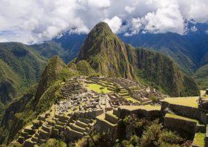 Machu Picchu, 5 turisti sorpresi a defecare nel sito archeologico: saranno espulsi dal Perù