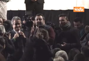 Salvini contestato alla befana del poliziotto replica così VIDEO