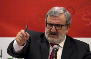 Michele Emiliano stravince le primarie del centrosinistra in Puglia con il 70% dei voti