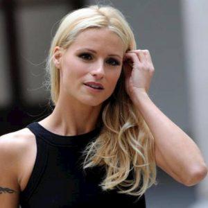 """Sanremo 2020, Michelle Hunziker contro Amadeus: """"Sue parole sulle donne pesanti come macigni"""""""