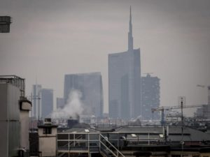 "Smog a Milano, Beppe Sala: ""Dal 2023 stop alle caldaie a gasolio"""