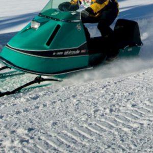 Canada, ghiaccio cede e motoslitta finiscono nel lago: 1 morto e 5 dispersi in Quebec