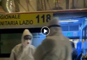 Coronavirus a Roma, Ncc davanti a Hotel Palatino dove soccorrono un cinese: battuta amara