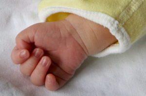Frosinone, neonata salvata da un infermiere al centro commerciale con la manovra di Heimlich