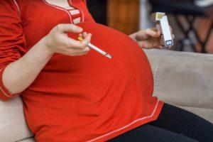 Fumare in gravidanza aumenta il rischio di fratture per il neonato