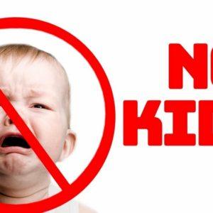 Childfree: boom di locali vietati ai bambini, in Italia e altrove. I cani sono invece benvenuti...