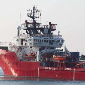 """Migranti, 400 a bordo della Ocean Viking sbarcheranno a Taranto. Salvini: """"Denuncio Conte-Lamorgese"""""""