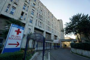 Non si spara sulla Croce Rossa. Ieri Napoli, oggi Sassari: petardi e ambulanze bruciate