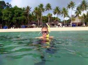 Palau vieta le creme solari per salvaguardare la barriera corallina