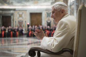 Papa Benedetto XVI: Io credo nel celibato dei preti, non posso tacere