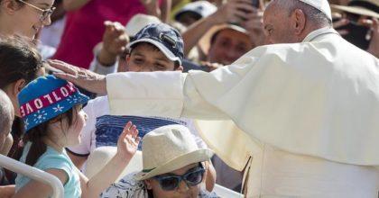 Se il Papa arriva in visita in città, gli italiani fanno meno l'amore (o usano più contraccettivi)