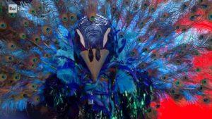 Il Cantante Mascherato: il Pavone è Manuela Aureli. Ma Milly Carlucci fa infuriare il pubblico