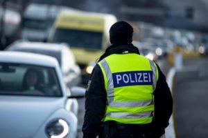Germania, turco attacca gli agenti. La polizia lo uccide