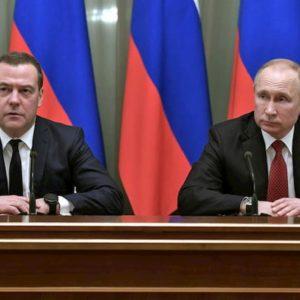 Russia, il governo Medvedev si dimette. Si va verso la riforma della Costituzione per un Putin ad libitum