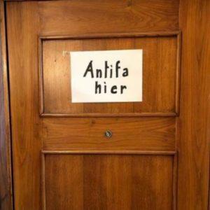 """Antisemitismo, """"Antifa Hier"""": Beppe Sala ribatte alla scritta sulla casa della deportata a Mondovì"""