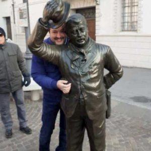 """Salvini a Brescello: """"Oggi Peppone voterebbe Lega"""". La sindaca: """"Non credo proprio"""""""