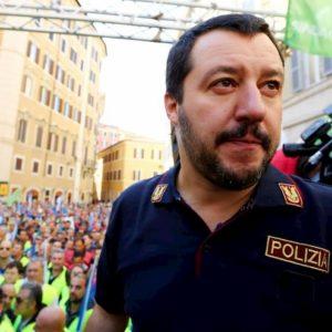 """Pilastro, i tunisini denunciano Salvini: """"Non siamo spacciatori"""""""