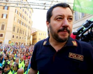 Salvini al citofono infrange la legge? A che titolo fa ispezioni? Cosa dicono Costituzione e privacy