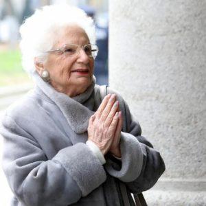 Verona, cittadinanza a Liliana Segre e via a Giorgio Almirante: ed è polemica