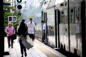 Seregno: capotreno presa a pugni sul treno da un passeggero senza biglietto. E nessuno la difende